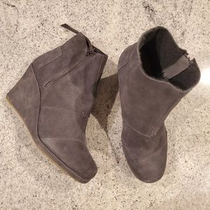 NWOB Toms Suede Boots Booties Wedge Side Zip